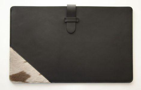 Bőr laptoptok szőrme díszítéssel