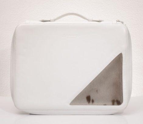 Bőr laptoptáska külső szőrme díszítéssel, panofix béléssel